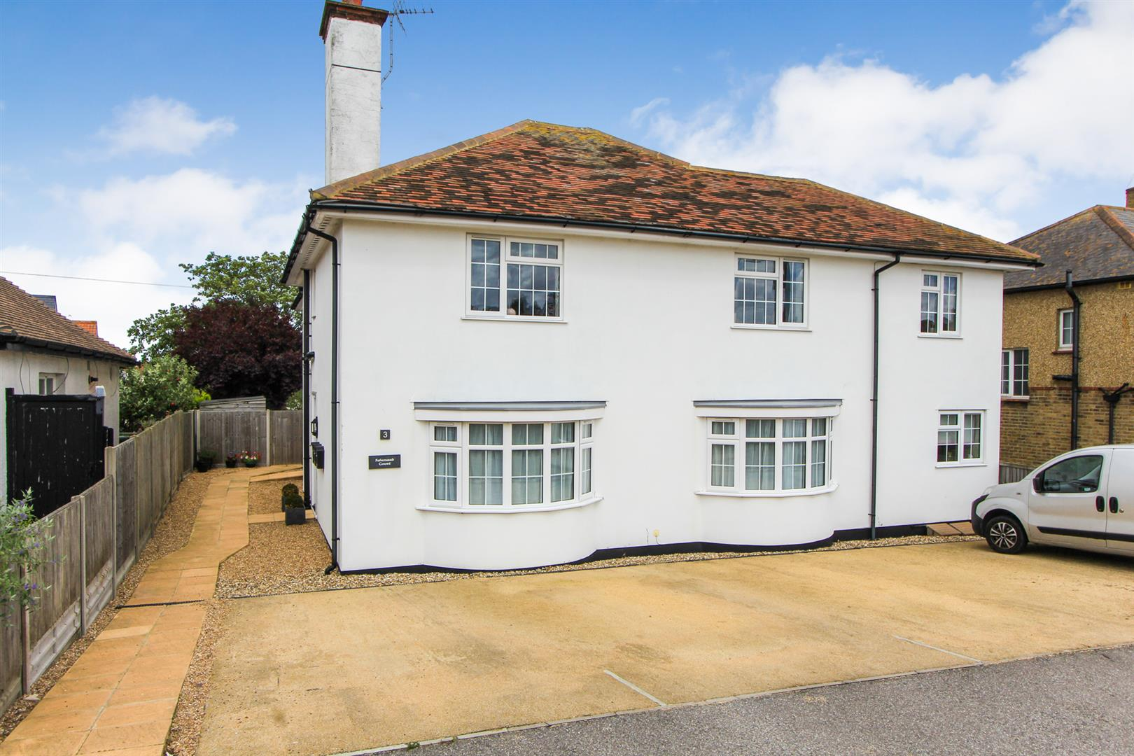 2 Bedrooms Apartment Flat for sale in Bridgefield Road, Tankerton, Whitstable